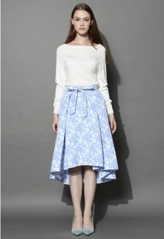 Bring the cheery blues to the fall season in our jacquard floral waterfall skirt. The textured floral-printed fabric gives this ensemble a vintage feel while the bright, blue hue and flirty high-low hemline channel spring in the chicest way! - Hi-lo design - Bowknot trimmed on waist - Lined - Concealed back zip closure - 100% polyester - Machine washable Size(cm) Length Waist XS 66-79 64 S 66-79 68 M 66-79 72 L 66-...