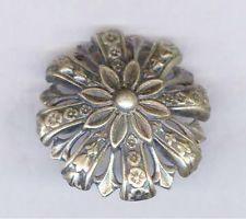 ¤  Antique Realistic Incised PEWTER FLOWER Button / magnifique bouton en étain. tête de marguerite.