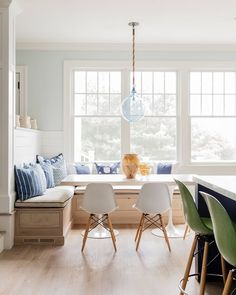 An inviting breakfast nook to start the day Accommodates a few or many! Kitchen Breakfast Room American Eclectic Coastal by Kathy Marshall Design NOOK & WINDOWS! Dining Nook, Dining Room Lighting, Dining Room Design, Dining Table, Dining Chairs, Banquettes, House Of Turquoise, Banquette Seating, Table Seating