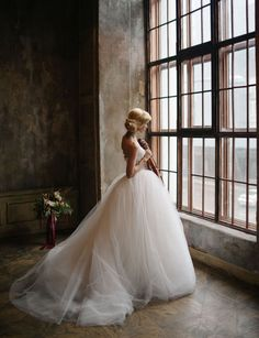 greenweddingshoes:  How amazing is this dramatic wedding dress by Helena Ammaniti? We love, love, love!!