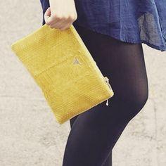 La #pochette Lily #python jaune #lepetitcartel en balade avec @morguix #tetedetaureau #maroquinerie #handmade #limitededition #milkwithmint