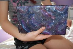 Gloriously Chic: DIY Galaxy - The best galaxy painting tutorial! (galaxy painting diy room) Galaxy Projects, Galaxy Crafts, Galaxy Painting, Diy Painting, Painting Clouds, Diy Galaxie, Diy Projects To Try, Art Projects, Fun Crafts