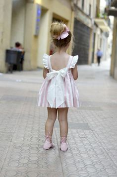 Baby outfit are high quality, cozy and therefore are all oh-so-cute! Toddler Girl Dresses, Flower Girl Dresses, Girls Dresses, Toddler Girls, Style Baby, Kids Fashion, Baby Girl Fashion, Girl Dress Patterns, Ladies Dress Design