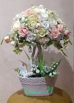 Автор Яна Станишевская. Diy Flowers, Flower Decorations, Topiary Centerpieces, Topiary Trees, Rose Trees, Flower Ball, Arte Floral, Flowering Trees, Flower Designs