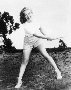 Marilyn photographed by Ed Baird, 1947. What a beauty!