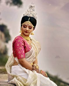 Stunning Bengali Brides That Are The New Trendsetter! Bengali Bridal Makeup, Bengali Wedding, Bengali Bride, Bengali Saree, Indian Bridal Photos, Indian Bridal Fashion, Indian Wedding Outfits, Bridal Outfits, Indian Outfits