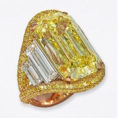It's a golden sunshine ring ☀️☀️☀️✨☀️☀️ @conradlondonjewels #customjewelry #canarydiamond #baguettes