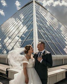 Wedding First Look, Dream Wedding, Wedding Day, Wedding Veils, Wedding Groom, Wedding Dresses, Newlyweds, Bridal Style, Bridal Gowns