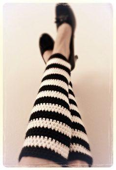 Alice in Wonderland Inspired Crochet Leg Warmer Free Pattern - Craft ideas - Crochet Boot Cuffs, Crochet Leg Warmers, Crochet Boots, Crochet Gloves, Crochet Slippers, Free Crochet, Knit Crochet, Ravelry, Crochet Woman