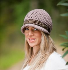 Crocheted Woman's Hat with Brim in Dusty Pink by LilleButik