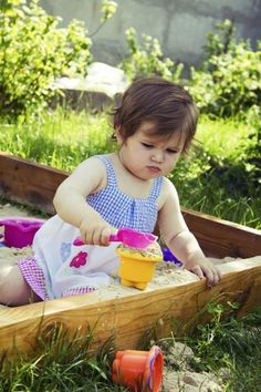 Garden Features For Kids: How To Make Play Gardens -  Television and video games have their place, but making a garden play area is a great way to entice your kids away from electronic gadgets and introduce them to the glory of gardening and the wonders of nature. Click here for a few children's play garden ideas.