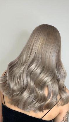 Dark Silver Hair, Dark Ash Blonde Hair, Blonde Layered Hair, Cool Blonde Hair, Dyed Blonde Hair, Blonde Hair With Highlights, Beige Hair, Ash Gray Hair Color, Champagne Hair Color