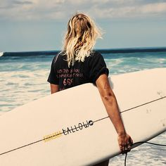 Surfer hair and haircuts for men were popularized in the 1950s and are ultimately about letting your hair grow out and flow naturally. Hair products such as pomade and putty promise men's surfer hairstyles, but, in reality, achieving surfer hair requires a natural style without product. After all, the sun, wind and salty sea water are the elements …