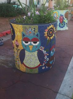 "Kasia Polkowska Owl at Malibu Legacy Park, via ""Night Owl"" by Claudia Santillan . Owl Mosaic, Mosaic Diy, Mosaic Crafts, Mosaic Projects, Stained Glass Projects, Stained Glass Art, Butterfly Mosaic, Mosaic Planters, Mosaic Vase"
