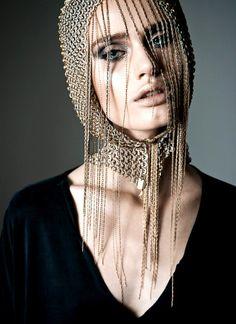 Et pourquoi pas se coiffer comme ça pour les fêtes? Pas préparation pour un effet maximum!