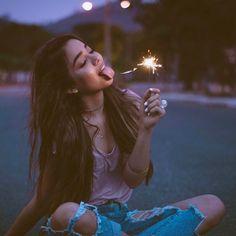 anda, pide un deseo ✨ que los leo por Samara, Model Poses Photography, Photos Tumblr, Party Photos, Leo, Concert, Pictures, Instagram, Collection
