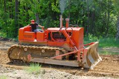 Heavy Construction Equipment, Road Construction, Heavy Equipment, Bulldozer For Sale, Earth Moving Equipment, Model Truck Kits, Allis Chalmers Tractors, Classic Tractor, Crawler Tractor