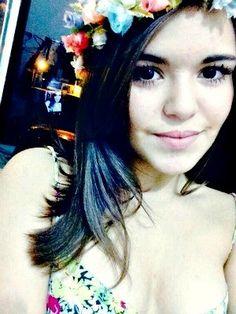 Menina de 15 anos morreu enquanto experimentava o vestido, conta tio  (Foto: Reprodução/Facebook)