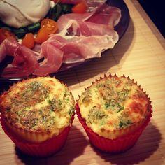 Büffel-Mozzarella und Parmaschinken mit Basilikum-Popovers    Wildes Geschnetzel