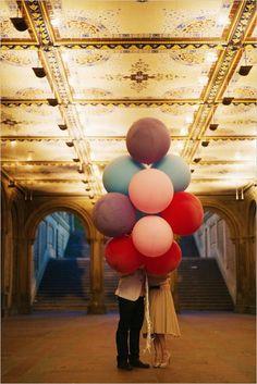 giant balloon used as engagement photo #giantballoons  #weddingballoons #weddingchicks http://www.weddingchicks.com/2014/01/07/diy-tassel/