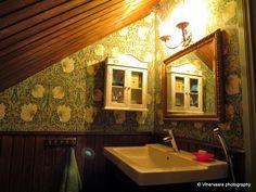 Vihervaara: Paperitapetti vedenkestäväksi (William Morris toiletissamme) Decor, Furniture, House, La Vie Boheme, William Morris, Home Decor, Bathroom Mirror, Framed Bathroom Mirror, Frame