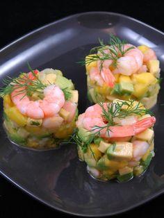 Salé - Tartare de crevettes- mangue avocats. Ingrédients (pour 4 personnes) : 200 g de crevettes roses cuites- 2 avocats- 1 mangue- 1 citron vert- 1 oignon- 2 càs d'huile d'olive- 1/2 càc de poivre-6 brins d'aneth- 6 gouttes de tabasco- fleur de sel de Guérande. Recette sur le site.
