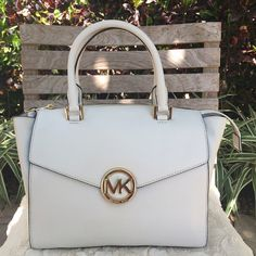 NWT  Michael Kors Hudson Satchel NWT Michael Kors Large Hudson satchel in Vanilla. This bag is beautiful for Spring  It can be paired with many different outfits.  Includes adjustable strap. Gold hardware, outer magnetic pockets (front and back), and center zip closure. MSRP $395 plus tax  authentic ✅Offers are welcome No trades Michael Kors Bags Satchels