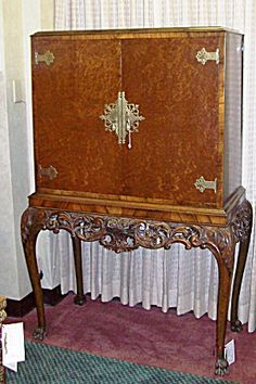 CHIPPENDALE STYLE WALNUT LIQUOR CABINET