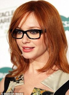 No competition there! Christina Hendricks shows off bombshell figure in tight dress and sexy glasses as she launches search for Most Stylish Spec Wearer Christina Hendricks, Glasses Frames Trendy, Girls With Glasses, Corte Y Color, Copper Hair, Copper Red, Beautiful Redhead, Mad Men, Tight Dresses