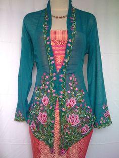 Traditinal Nonya Kebaya costume