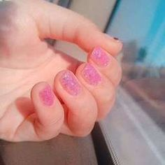 สีชมพู กลายร่างเป็นสาวหวาน Star Nails, Glitter Nail Art, Little Star, Pink Nails, Floral, Beauty, Pink Nail, Florals, Beauty Illustration