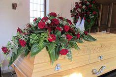 Bildergebnis für trauerfloristik sargschmuck Funeral Flowers, Christmas Wreaths, Holiday Decor, Plants, Inspiration, Hearts, Casket, Wedding, Biblical Inspiration