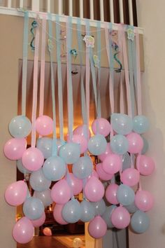 Fun Party/Baby Shower Idea - hang balloons to match party theme with coordinating crepe paper or ribbon streamers! Gender Reveal Party Ideas Fun decorating idea for a baby shower!- This would be cute for any party or shower. Just have to keep it high enou Fiesta Baby Shower, Baby Shower Games, Shower Party, Baby Shower Parties, Baby Showers, Gender Party, Baby Shower Gender Reveal, Baby Gender, Gender Reveal Box