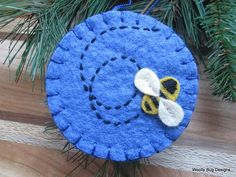 Busy as a Bee ! This Sky Blue Wool Felt Ornament features a happy bumble bee buz. Wool Applique Patterns, Felt Patterns, Hand Applique, Fabric Brooch, Felt Brooch, Felt Christmas Ornaments, Christmas Nativity, Felted Wool Crafts, Wool Embroidery