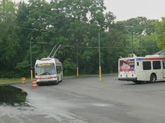 https://flic.kr/p/V1nSfM | 20080604 10 SEPTA bus and trolley bus, Frankford Ave. @ City Line-2