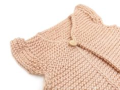 Knitted Girly Vest for baby [ Free Pattern & Tutorial ] Ssk In Knitting, Knitting For Kids, Baby Knitting Patterns, Baby Patterns, Free Knitting, Knit Vest Pattern, Baby Mobile, Girly, Baby Cardigan