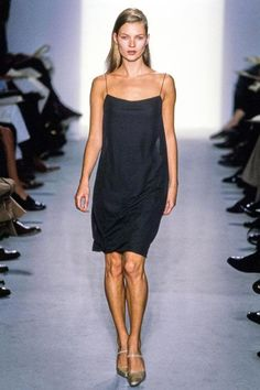 Calvin Klein Collection Fall 1997 Ready-to-Wear Collection - Vogue Model: Kate Moss Look Fashion, 90s Fashion, Runway Fashion, Fashion Models, High Fashion, Vintage Fashion, Fashion Design, Milan Fashion, Fall Fashion