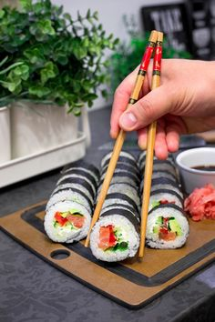 Sushi - przepis Japanese Dishes, Japanese Food, Sushi Roll Recipes, Sushi Donuts, Sushi Burger, Asian Recipes, Healthy Recipes, Salty Foods, Yummy Food