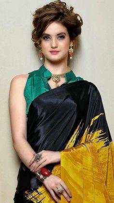 Beautiful Bollywood Actress, Most Beautiful Indian Actress, Beautiful Actresses, India Beauty, Asian Beauty, Beautiful Girl Image, Beautiful Toes, Gorgeous Girl, Elegant Saree