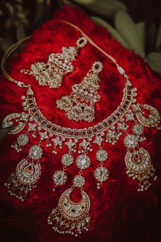 Glamorous Home Wedding With The Bride In A Striking Red Saree Bridal Jewelry Sets, Bridal Sets, Bridal Jewellery, Gold Jewellery, Jewelery, Indian Wedding Planning, Wedding Planning Websites, Wedding Mood Board, Home Wedding