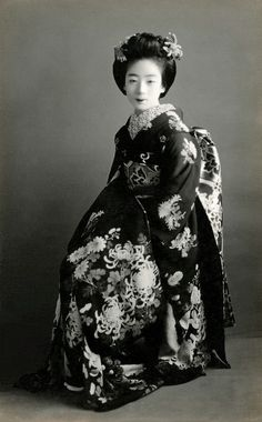 """thekimonogallery:  1920's, Japan. """"The maiko [apprentice geisha] and geiko [geisha] have two sets of ceremonial crested kimono one for winter, the other for summer… The maiko's kimono, which is of winter weight, plus all its accessories, weighs almost twenty kilograms [forty-four pounds], which may be half what she weighs herself, not surprisingly, it takes some time to get accustomed to it."""". From """"Geisha: a living tradition"""" by Kyoko Aihara, first published 1999"""