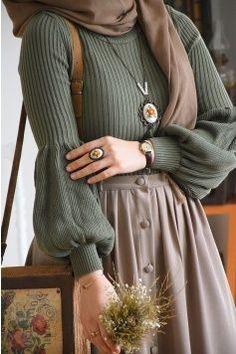Balon Kol Haki Triko Kazak, Source by wiemodemakeup Fashion hijab Modern Hijab Fashion, Muslim Fashion, 80s Fashion, Modest Fashion, Look Fashion, Fashion Outfits, Outfits Inspiration, Outfit Trends, Vintage Outfits