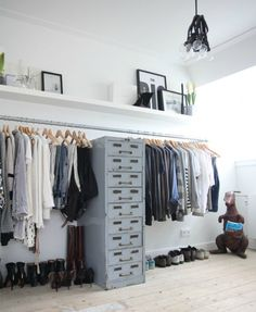 Walk In Closet Ideas - Seeking some fresh ideas to renovate your closet? Visit our gallery of leading high-end walk in closet style ideas and also photos. Wardrobe Closet, Closet Bedroom, Walk In Closet, Home Bedroom, Bedroom Storage, Open Wardrobe, Wardrobe Storage, Closet Space, Loft Storage