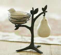 Love this salt and pepper shaker.  Out of stock at Pottery Barn
