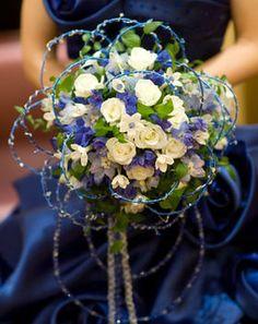 【実例画像集】水色・ネイビー・ブルー系のカラードレスに合わせるブーケ - NAVER まとめ
