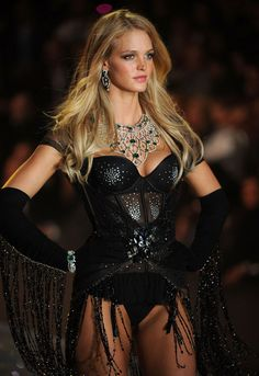 Erin Heatherton models for Victoria's Secret