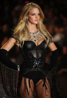 Erin Heatherton models for Victoria's Secret