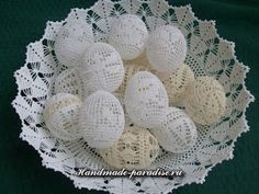 In the year Easter Sunday fall on April 5 and here is a beautiful crochet idea: Found here: http:& Crochet Home Decor, Crochet Crafts, Crochet Projects, Crochet Snowflakes, Crochet Doilies, Easter Gift, Easter Crafts, Easter 2015, Easter Crochet Patterns