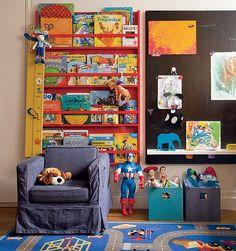 O filho de 4 anos da arquiteta Olivia Messa tem uma lousa no quarto. Lá, são exibidos os desenhos do menino.