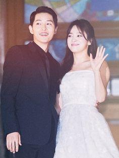 Beauty Song Hye Kyo, Gentleman Song Joong Ki, Songsong Couple, Kikyo Song Joon Ki, Songsong Couple, Best Couple, Korean Dramas, Korean Actors, Gentleman Songs, Song Joong Ki Birthday, Sun Song, Amigos